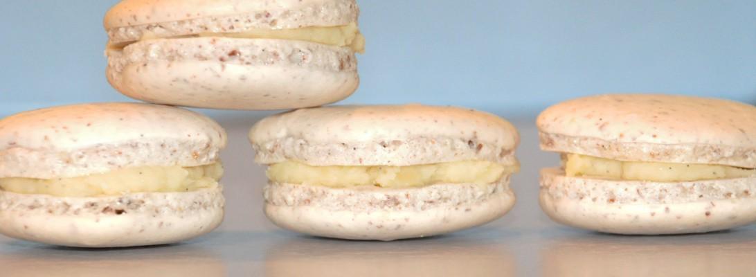 Vanilla and white chocolate macarons