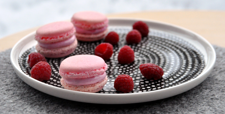 Macarons with raspberry mashmallow